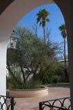 Cour desséchée par le soleil chez San Xavier del Bac la mission catholique espagnole Tucson Arizona Images libres de droits