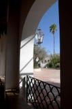 Cour desséchée par le soleil chez San Xavier del Bac la mission catholique espagnole Tucson Arizona Images stock