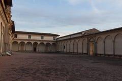 Cour et entrée antérieures d'église de Florence Charterhouse Di Firenze de Certosa di Galluzzo l'Italie photos stock
