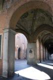 Cour médiévale avec le fresque Photo stock