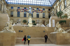 Cour marneuse au Louvre Photos libres de droits