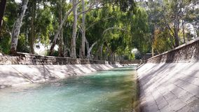 Courant de l'eau dans des régions du nord du Pakistan Photo libre de droits