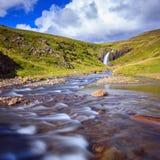 Courant et cascade Photographie stock libre de droits