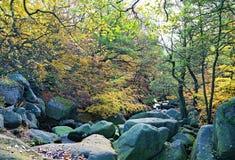 Courant par le ruisseau de Burbage, en gorge de Padley, Grindleford, East Midlands photos stock