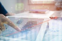 Courbe de rentabilité d'indicateur de marché boursier Photos stock