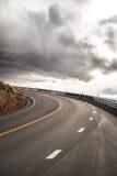Courbe de route de ciel Photographie stock libre de droits