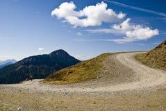 Courbe de route de montagne Photographie stock libre de droits
