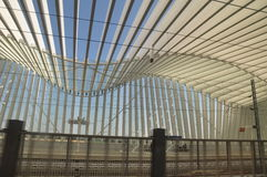Courbe moderne d'architecture de toit de station Photo stock