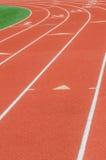 Courbe sur une voie courante d'athlétisme Images stock