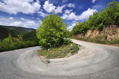 Courber la route de montagne Images libres de droits