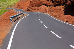 Courbes de route d'enroulement des Îles Canaries en montagne Images libres de droits