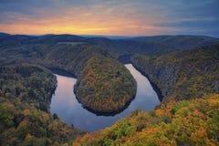 Courbure de rivière d'automne Photos libres de droits