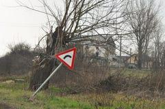 Courbure en avant vers la droite Panneaux routiers de danger photo libre de droits