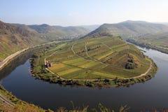 Courbure serrée de fleuve de fleuve la Moselle photographie stock