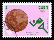 Coureur d'athlète, avec la course de relais d'inscription 4x100 m des Jeux Olympiques d'été de la série XX, Munich, 1972 vers 197 Photo stock