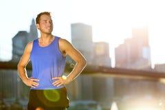 Coureur d'homme d'athlète de sport - horizon de New York City photo stock