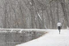 Coureur dans la neige Photos libres de droits