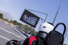 Coureur de kart sur la ligne de départ photo libre de droits