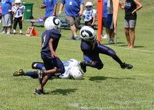 coureur du football de la jeunesse 7U Photographie stock libre de droits