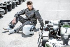 Coureur perdant la course de kart photos stock