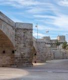 Coureur sous le pont dans la ville antique de Valencia Spain Photos libres de droits