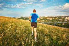 Coureur sportif sur le flanc de coteau Image libre de droits