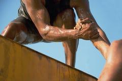 Coureurs de course de boue image stock