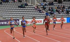 Coureurs de 400 mètres sur des jeux de DecaNation Photographie stock libre de droits