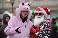 Coureurs sur la course traditionnelle de Noël de Vilnius photo libre de droits