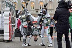 Coureurs sur la course traditionnelle de Noël de Vilnius images stock