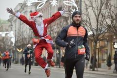 Coureurs sur la course traditionnelle de Noël de Vilnius photo stock
