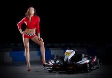 Coureuse karting de jeune fille photographie stock