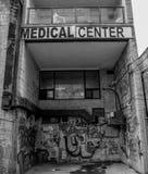 Courez en bas du centre médical image libre de droits