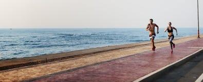 Courez le concept de nature de sprint de côte de sport de plage d'exercice Image libre de droits