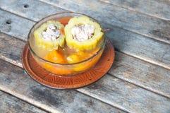 Courge amère bourrée avec du porc et la carotte hachés Image libre de droits
