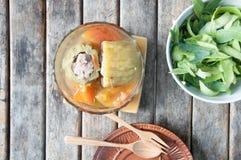 Courge amère bourrée avec du porc et la carotte hachés Images libres de droits