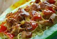 Courge de spaghetti bourrée par poulet de pesto Images libres de droits