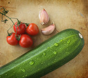 Courgette, ail et tomates-cerises Photos libres de droits