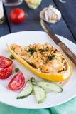 Courgette bourrée avec le poulet et les légumes, dîner Photographie stock libre de droits