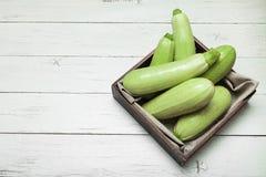 Courgette crue, agriculture biologique R?gime sain Copiez l'espace pour le texte photographie stock libre de droits