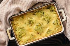 Courgette en potatoe braadpan met kaas, vegetarisch voedsel royalty-vrije stock afbeelding