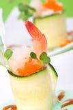 Courgette Rolls avec des crevettes Photos stock