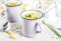 Courgette romige soep royalty-vrije stock afbeeldingen