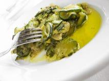 courgettes naczynia oleju oliwny biel Obrazy Stock