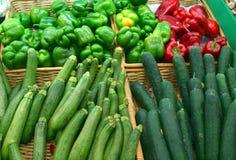 Courgettes, poivrons, et concombres image stock