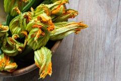 Courgettes z ich kwiatem Zdjęcia Stock