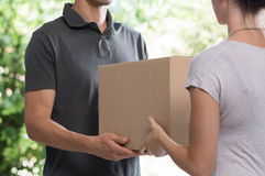 Courier delivering package Royalty Free Stock Photos