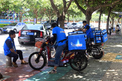 Courier send fast food. Couriers of hummingbird distribution company of ele.me group send fast food by electric bicycle, xiamen city, china stock images