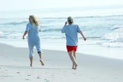 Courir la plage Images stock