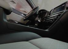 Couro contra o couro sintético no aparamento interior do carro Fotos de Stock